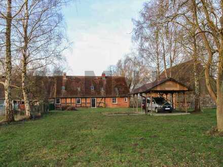 Idyllisches Anwesen mit Fachwerk-DHH für bis zu 3 Wohneinheiten und ausbaubarem Nebengebäude
