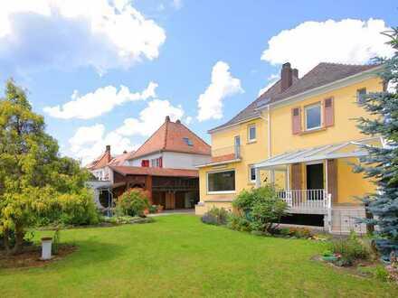 **Bad Dürkheim - erwecken Sie diese attraktive Altbauvilla mit Traumgrundstück zu neuem Leben**