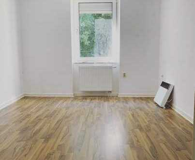 ⭐️⭐️2erWG-GEEINGNET-Gepflegte 3 Zimmerwohnung mit Laminat, Einbauküche, Tageslicht Wannenbad⭐️⭐️