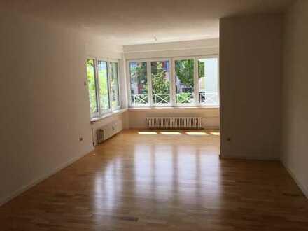 Erstbezug nach Sanierung mit EBK und Loggia: attraktive 3-Zimmer-Wohnung in Obermenzing, München