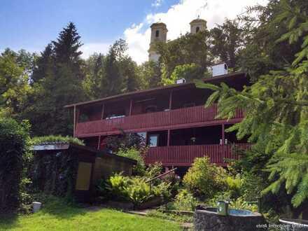 elvirA! Burghausen, absolute Rarität sucht Liebhaber: Anwesen mit acht Zimmern und großem Grundstück