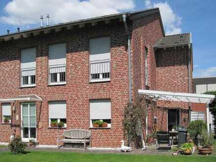 Geräumige Doppelhaushälfte mit Garten in Korschenbroich-Pesch
