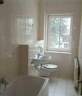 vermietete 2 Raum mit Balkon + Wanne + neues Laminat