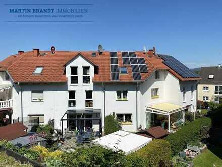 Idstein-Wörsdorf ! Platz für die Familie! Mittelhaus mit Wellnessbad, Sauna, Garten & Wintergarten