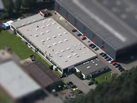 Große Gewerbehalle mit Bürotrakt im Industriegebiet Nord