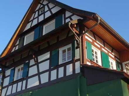 Modernisierte Fachwerkhaus mit drei Zimmern und EBK in Bühl/Waldmatt