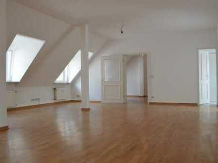 Schöne Lichtduchflutete 3,5 Zimmer // WOHNEN UND ARBEITEN MITTEN IM NORDEND !!!