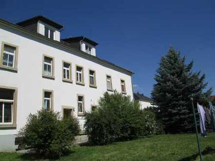 **Nachmieter in Demitz-Thumitz gesucht – helle und sonnige 2-Zimmerwohnung im Dachgeschoss!**