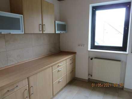 Vollständig renovierte 2-Zimmer-Erdgeschosswohnung mit Balkon und EBK in Langquaid