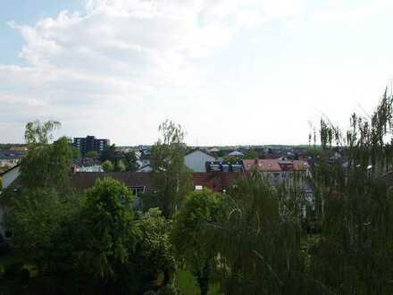 Wohnen mit Traumblick! Neu saniertes kleines Aptmnt. mit Balkon, Keller u. Stellplatz
