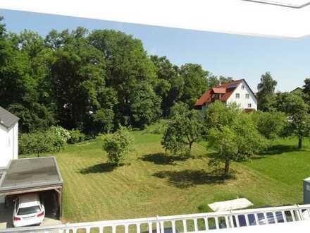 Große Doppelhaushälfte in kleinem, kinderfreundl. Wohngebiet, stadtnah, im Grünen