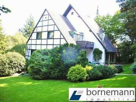 Blick ins Grüne und in den Talgrund! Architekten-EFH in bester Lage!