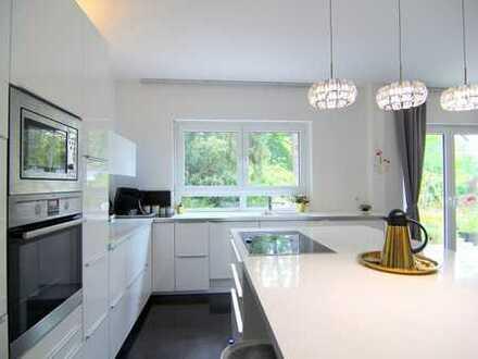Moderne 4 Zimmer-Wohnung mit Garten, Kamin, Einbauküche, 2 Bädern und einem Stellplatz