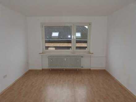 Großzügige, helle und gut aufgeteilte 3,5 Raum-Wohnung in einem gepflegten Wohn-/Geschäftshaus.