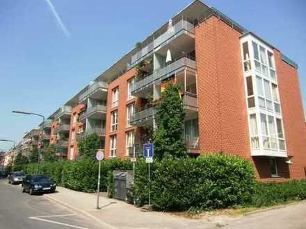 Wunderschöne Penthouse-Wohnung für Singles/Paare direkt am Volksgarten