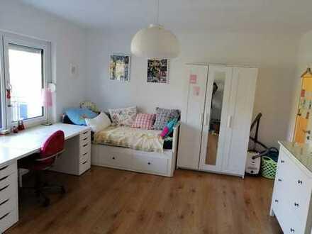Modernisierte 1-Zimmer-Wohnung mit Balkon und Einbauküche in Bad Breisig