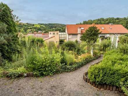 30 Stufen trennen Sie vom neuen Eigenheim: 2 Häuser mit Traumgärten und insgesamt 378 m² Wohnfläche