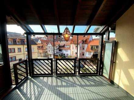 Beste Lage in Weinheim: Besondere und hochwertig ausgestattete Stadtwohnung mit Loggia und 2 Etagen