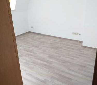 helle DG-Wohnung mit Einbauküche