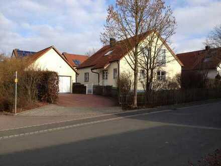 Schönes, geräumiges Haus mit fünf Zimmern in Fürth (Kreis), Oberasbach