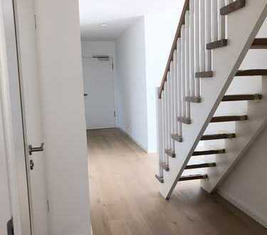 Neubau/Moderne 3-Zimmer-Wohnung mit großer Südloggia und PKW-Stellplatz