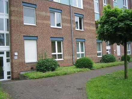 Helle renovierte 3-Zimmerwohnung mit Balkon in einer gepflegten Grünanlage in Köln-Porz