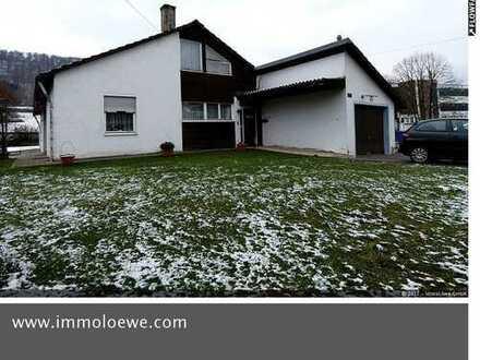 Solides & gepflegtes freistehendes Einfamilienhaus mit Garage, Terrasse, Garten in Unterkochen