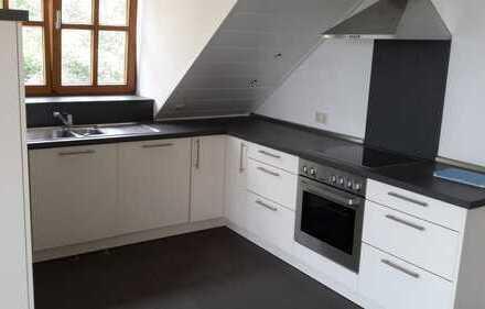 Gepflegte 4-Zimmer-DG-Wohnung mit Balkon und EBK in Pfaffenhofen