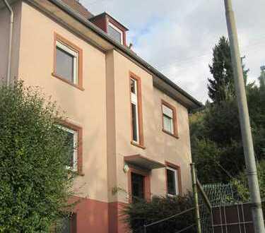 ##Großzügige 2,5 Dachgeschosswohnung mit Bad en Suite, unweit der Mosbacher Innenstadt und S-Bahn##