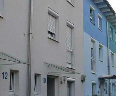 Gepflegtes Reihenmittelhaus mit sechs Zimmern und Einbauküche in Ettlingen