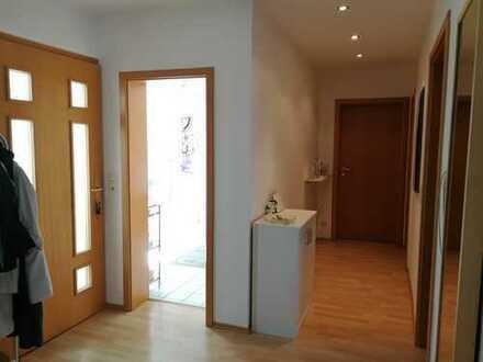 Gepflegte 4-Zimmer-Dachgeschosswohnung mit Einbauküche in Ludwigshafen