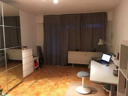 Schöne zwei Zimmer Wohnung in Frankfurt am Main, Niederrad