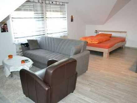 Einraumappartement im Dachgeschoss für eine Person mit festem Arbeitsverhältnis
