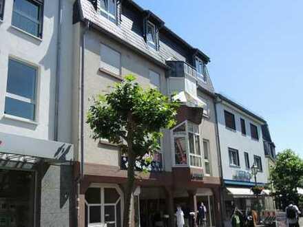 Hofheim-Stadt - 5-Zimmer-Dach-Maisonette-Wohnung mit riesiger Dachterrasse, großem Balkon und Kamin!