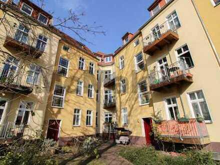 Hohe Decken, Loggia und Balkon: 3-Zi.-Altbauwohnung in Toplage von Karlshorst nahe dem Tierpark