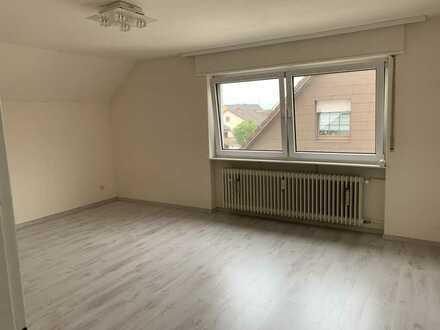 Gepflegte 3-Zimmer-Dachgeschosswohnung mit EBK in Ketsch