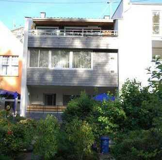 Bonn-Beuel, Rheinaustrasse direkt am Rhein wohnen mit Dachterrasse + Garten + Doppelgarage!