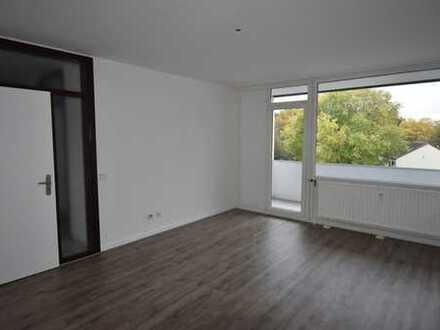 Einziehen und wohlfühlen! Frisch renovierte 3-Zimmer-Wohnung mit sonnigem Balkon