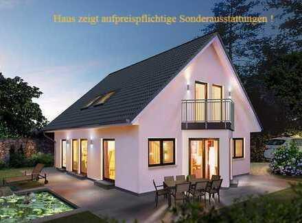 +++ Zentrale Lage +++ Großes Grundstück +++ KfW-55 Haus mit 181 m²