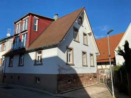Modernisiertes Bauernhaus mit fünf Zimmern, EBK und Scheune in Keltern