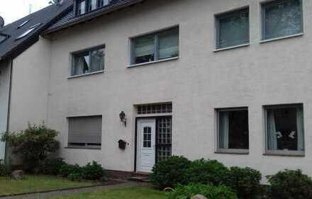 Gepflegte 2-Zimmer-Erdgeschosswohnung mit EBK in Stammheim, Köln
