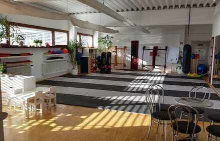 119 qm! Sehr schöner heller Raum für Schulungen, Seminare, Yoga, Fitness, Grossraumbüro zu vermieten