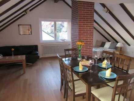 Traumhafte, vollmöblierte 2-Zimmer-DG-Wohnung, 150m z. See, befristet bis März 2020