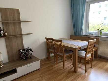 Gemütliche 2-Zimmer-Wohnung mit Einbauküche und Balkon in Deutz, Köln
