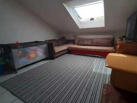 DG-Wohnung mit einem Zimmer mit einem Speicherin Karlsruhe