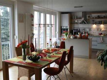 Stilvolle und helle Maisonette-Wohnung mit Dachterrasse und EBK in Karlsruhe-Grünwinkel