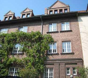 Besondere 6-Zimmer-Wohnung auf 2 Ebenen mit Loggia