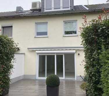 Schönes, geräumiges, rollstuhlgerechtes Haus mit drei Zimmern in Mülheim an der Ruhr, Heißen