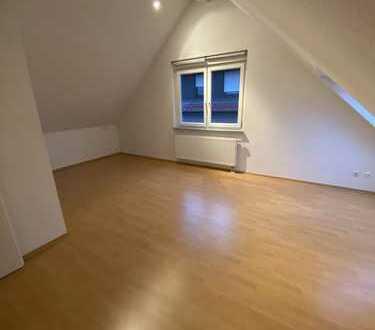 Helle und geräumige 4,5 Zi. Wohnung mit großem Balkon