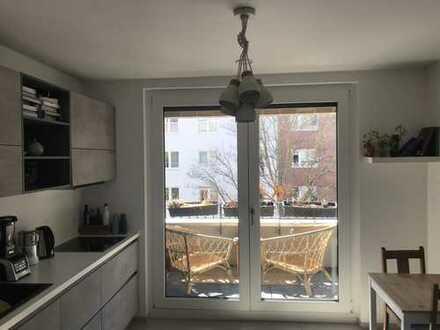 Helle 2-Zimmer-Wohnung mit großer Küche und Loggia in Pempelfort